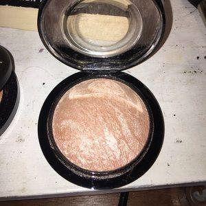 Mac soft & gentle highlighter skinfinish