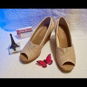 TOMS Shoes - 💓Final Sale!! Toms Wedges