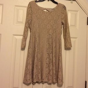 Dresses & Skirts - Lace taupe dress