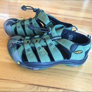 Keen Other - NWOT: Boys, size 3 youth, Keen Newport H2