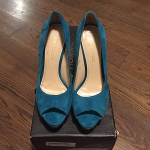 Enzo Angiolini turquoise suede & gold pumps