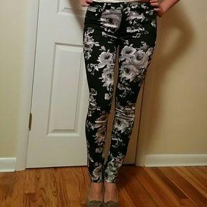 Forever 21 Pants - Forever 21 floral print denim skinny jeans
