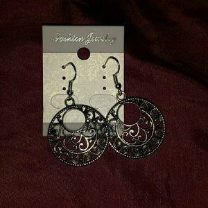 Jewelry - Vintage Exotic Round Drop Earrings