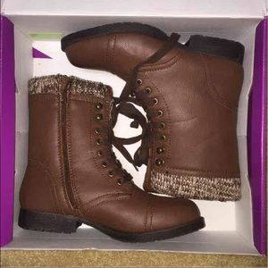 Champagne Shoes - NIB Brown Combat Boots