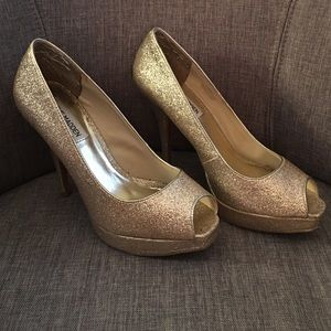 Steve Madden Shoes - 👑Gold glitter heels