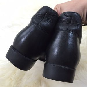 d0b7feb6f67 Ariat black leather ankle boots size 8.5 B
