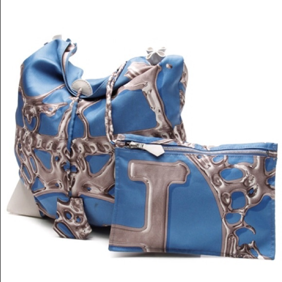 3df310e367b5 Hermes Handbags - 🍁SALE🍁Authentic Hermes Silk city bag PM