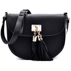 GlamVault Handbags - 5⭐️ Pebble Vegan Leather Crossbody Tassel Handbag
