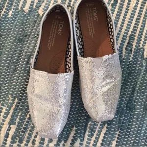 TOMS Shoes - 💕 ONE DAY SALE 💕 Silver Glitter TOMS