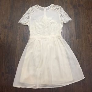 Piperlime Dresses & Skirts - Lace cream-colored dress
