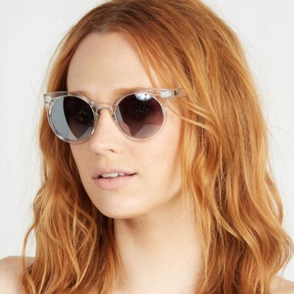 244a6783962 Quay Kosha Clear Frame Silver Lense Sunglasses. M 57faa6c87f0a05e932004848