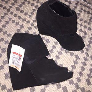 Pierre Hardy Shoes - Brand new Pierre Hardy peep toe platforms