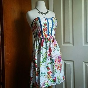 kandy kiss Dresses & Skirts - Strapless floral dress