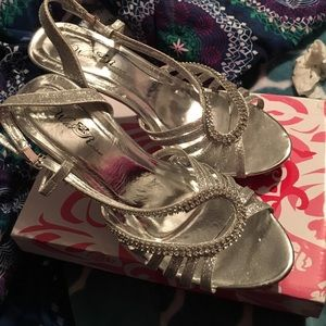 Shoes - 🎉🎉homecoming heels🎉🎉