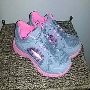 Avia Shoes - Running Shoes