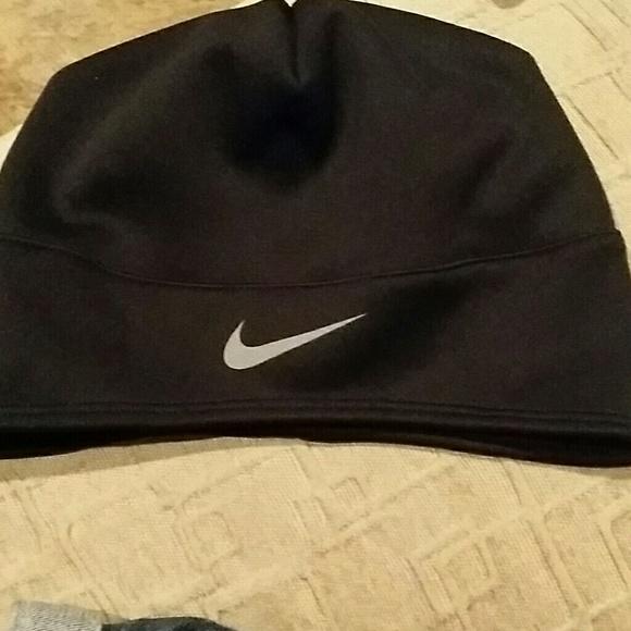 f0267bc66897 Nike Running thermal hat NWOT. M 57fad47b4e8d175d9600da3d