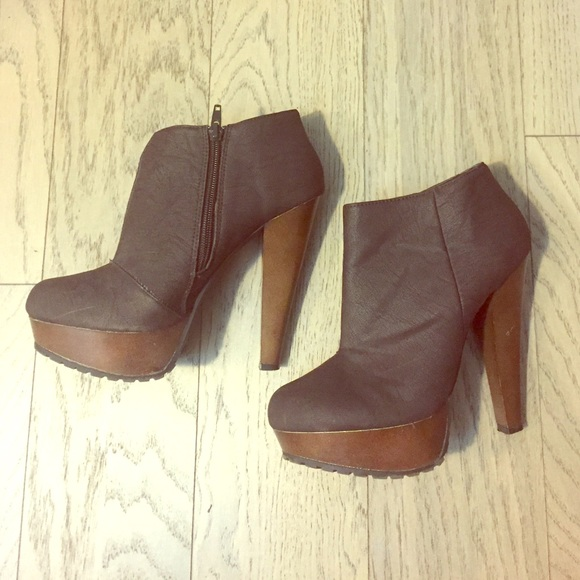 3e0c4d6745cc Shi by Journeys chocolate brown booties size 7.5. M 57fadbf2620ff7061d00f4d3