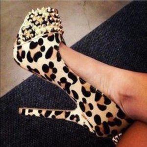 Steve Madden calf hair leopard studded pumps