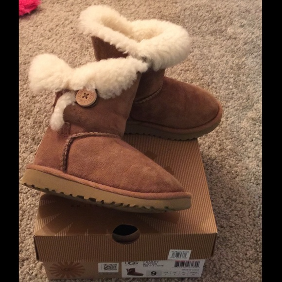 50% off UGG Other - UGG Australia size 9 toddler Bailey button ...