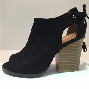 cut out black heel