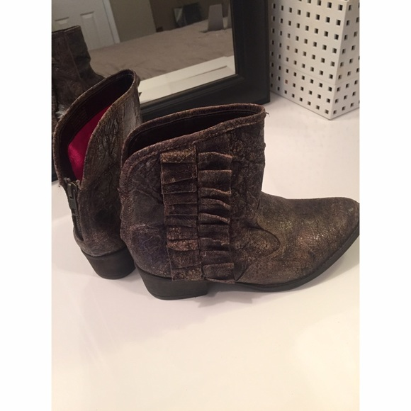 73 betsey johnson shoes betsey johnson brown ankle