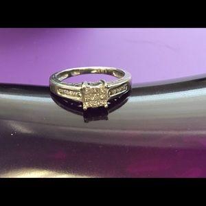 Like new! Diamond 14k white gold ring