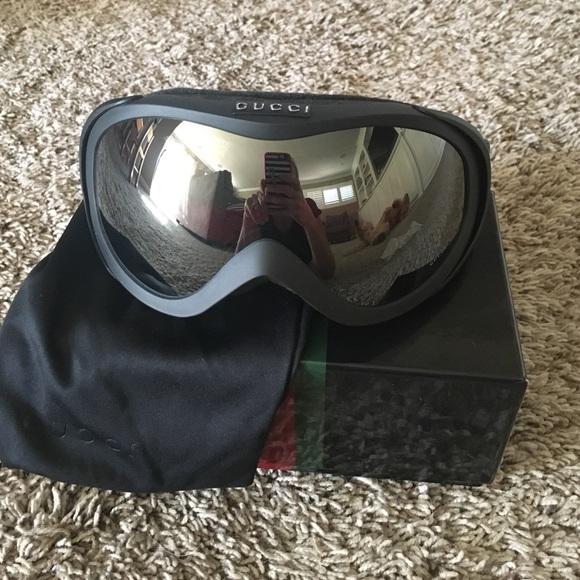 a89558fa169e6 Gucci Accessories - Gucci ski goggles