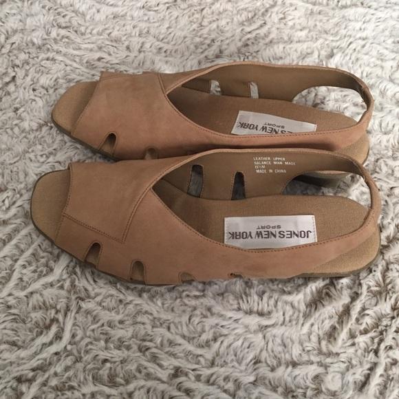 f3209dbc639 Vintage small wedge Sandal. M 57fbc73a2ba50af378033d74