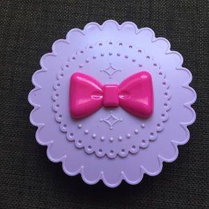 False eyelash case in purple