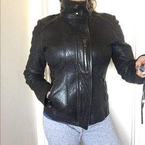 Andrew Marc Jackets & Blazers - Gorgeous ANDREW MARC genuine leather jacket XS