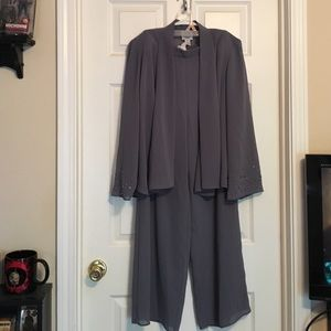 R & M Richards Other - 💞HP 2/12/17💞Gray sequence 3 piece pants outfit
