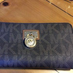 Michael Kors Handbags - Michael Kors Hamilton Wallet