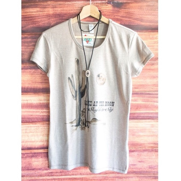 Free People Tops - 🌵The Wandering Coyote tee🌵