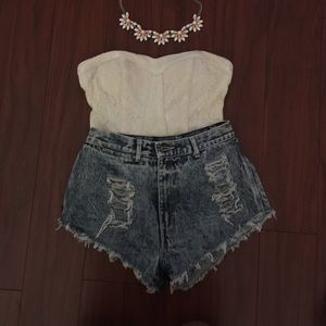 Pants - High wasted denim shorts w/rips