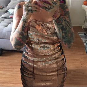 Forever 21 Dresses & Skirts - Black and gold sequin holiday bodycon New Years
