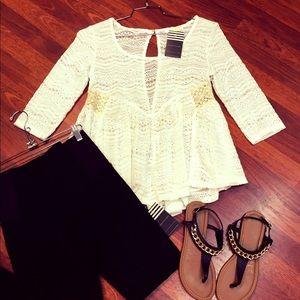 boutique Tops - Gorgeous White Lace Top