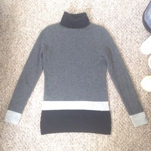 Bloomingdale's Sweaters - NWT Bloomingdales Cashmere Turtleneck