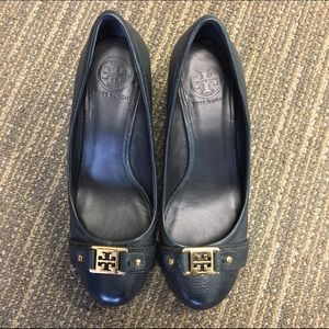TORY BURCH AMBROSE WEDGE PUMP SZ 8