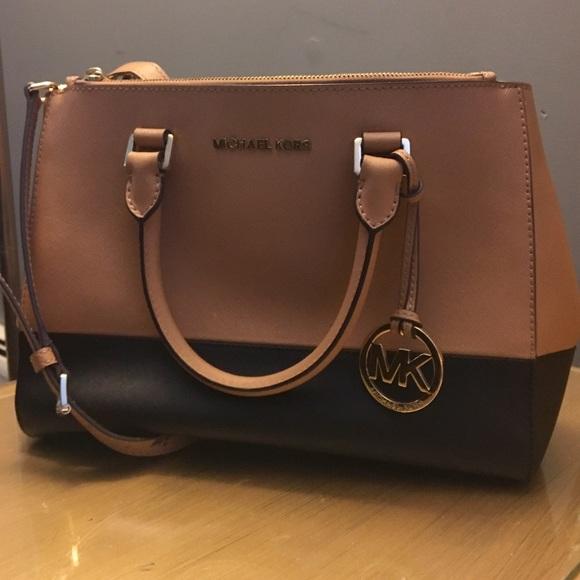 c84bd617ad8f Michael Kors Sutton style two-tone bag. M_57fd0f994225be9a0b007ab4