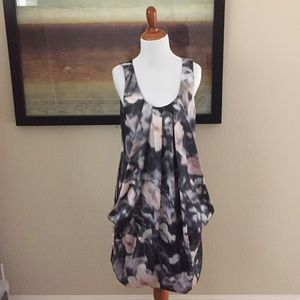 H&M Dresses & Skirts - Trendy abstract floral print dress size 6