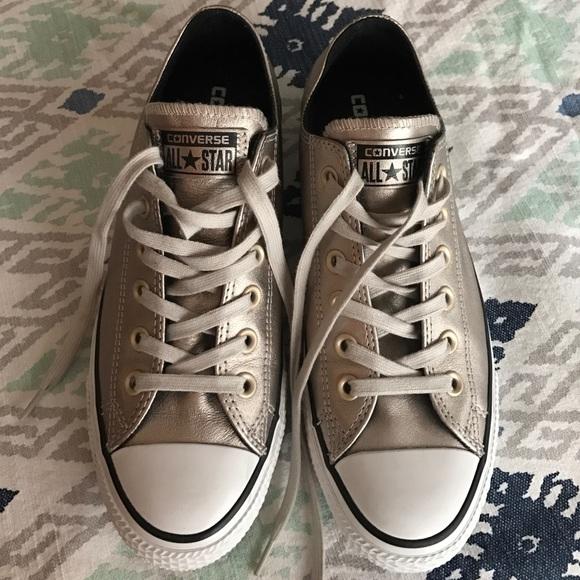 2converse metallic platinum