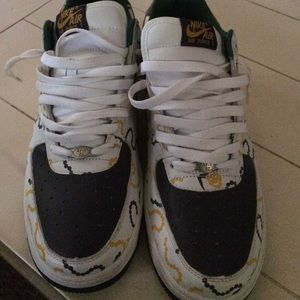 a68afd18c021 Nike Shoes - Men s nike air force one madi gras editon size 11