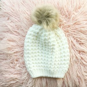 clmayfae Accessories - NEW IN BAG *LAST1* Cozy Pom Beanie