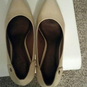Pump heel