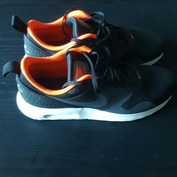 Nike Air Max Tavas size 8 1/2