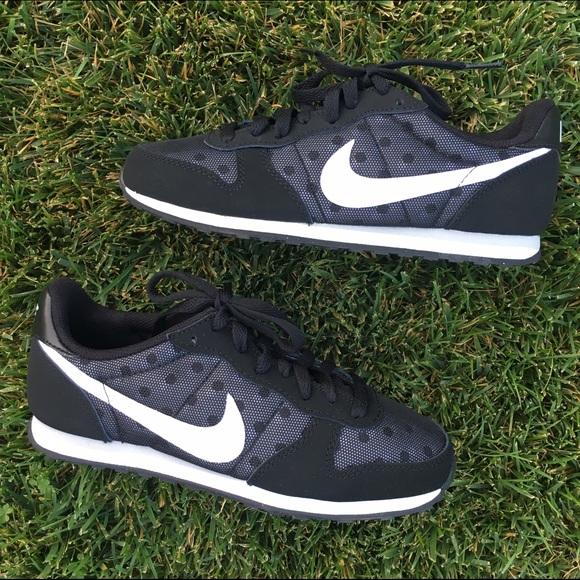 Nike Genicco Print Polka Dot Sneakers