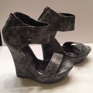 Kendall & Kylie Shoes - Kendall and Kylie madden girl wedge shoes 7.5