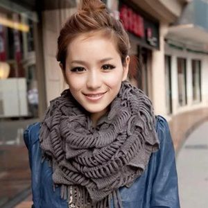🌺Fringe wrapped infinity chunky knit scarf