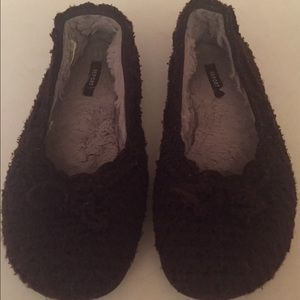 Report Shoes - Report size 8 knit brown flats