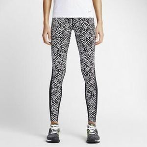 Nike Epic Lux Tight Fit Leggings with Mesh